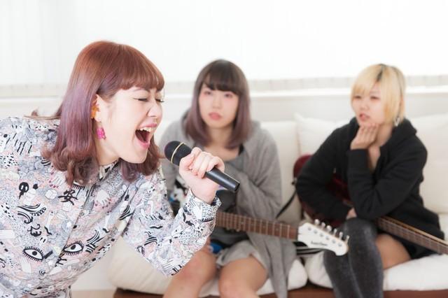 このメンツて?歌うならコレ!イケ女・ヲタ女・普通女子の相容れないカラ...